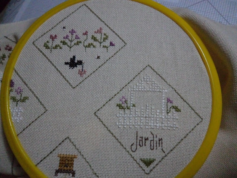 Dans mon jardin - biscornu - Page 12 Etape_15