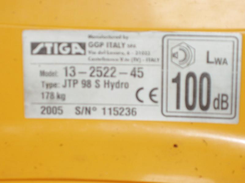 Fuite d'huile au bouchon du réservoir de la boite de vitesse tondeuse stiga estate tornado P4110010