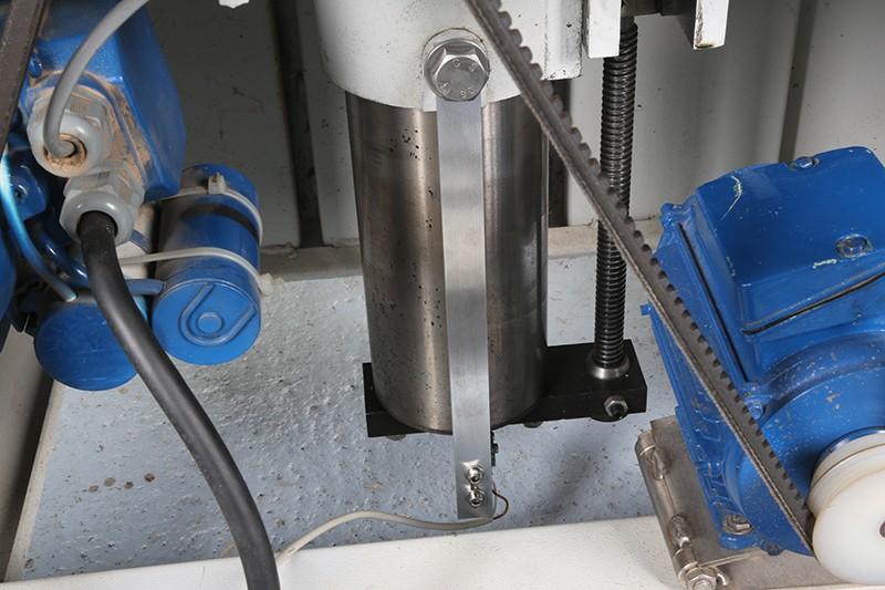 Motorisation table raboteuse (voir p.13) et amélioration R/D Holztech FS320 (première partie)  - Page 38 10_jui11