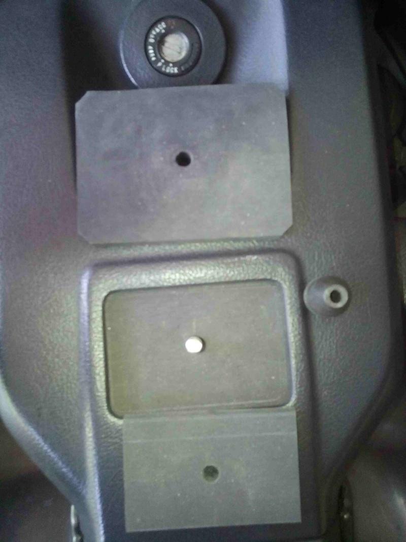 Fabrication d'un support gps en position centrale pour la 1500 Img_2011