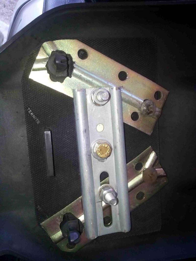Fabrication d'un support gps en position centrale pour la 1500 Img_2012