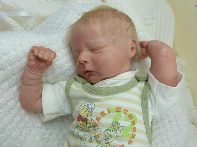 Asher asleep Realborn P1050026