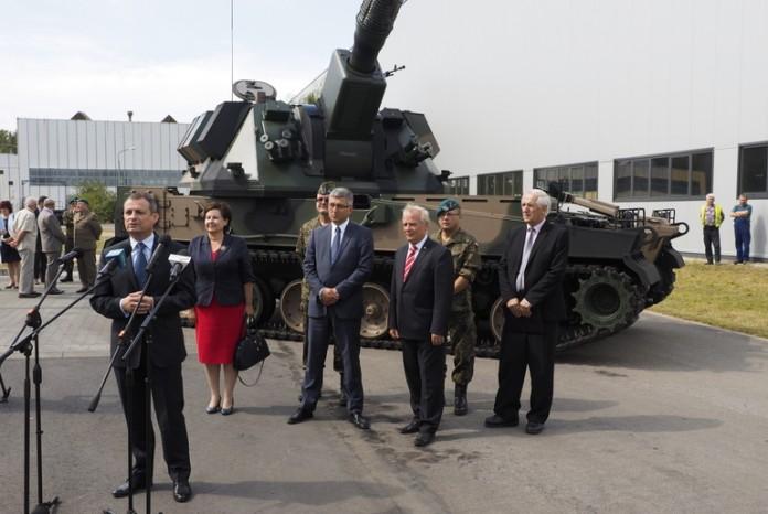 systèmes d'artilleries autotractés et autopropulsés - Page 3 Poland15