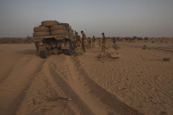 Intervention militaire au Mali - Opération Serval - Page 3 025