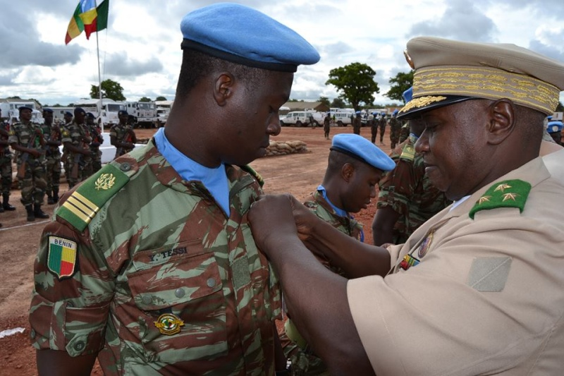 L'Armée du Bénin - Page 2 3200