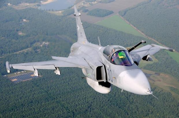 Saab: présentation du futur Gripen - Page 3 375