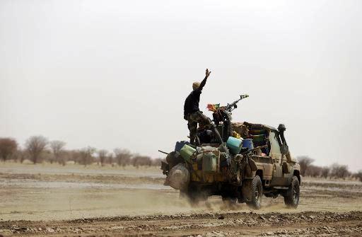 Intervention militaire au Mali - Opération Serval - Page 3 399