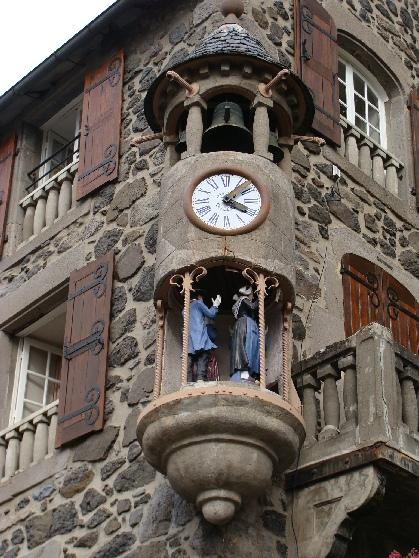 Reçu un beau diapo....Les horloges et pendules des rues..... Jac-mu10