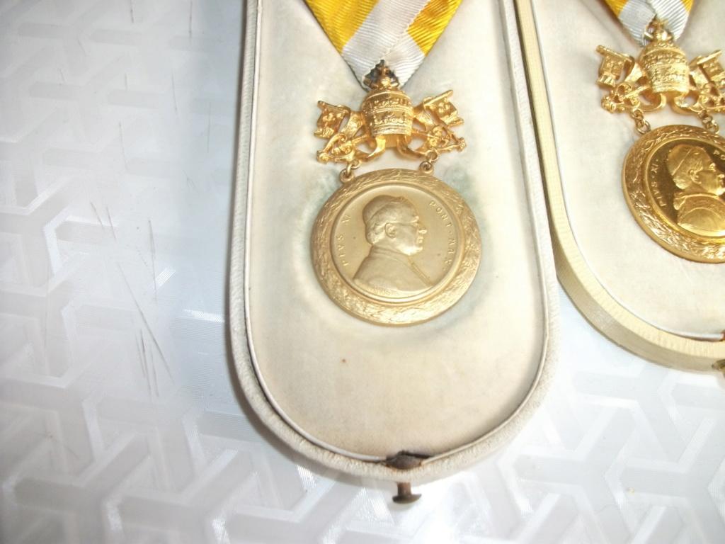 Décorations Papales 00823
