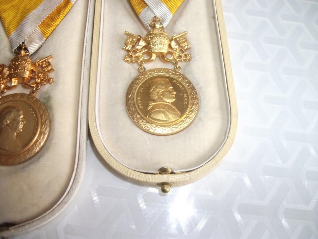 Décorations Papales 00922