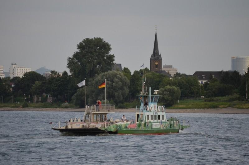 Der Rhein bei Mondorf am 22.07.2015 Dsc_1025