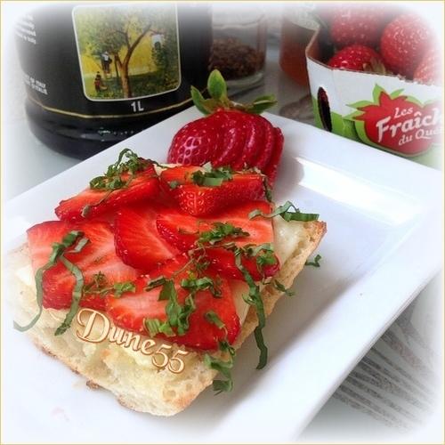 Crostinis aux fraises et au fromage de brebis  115