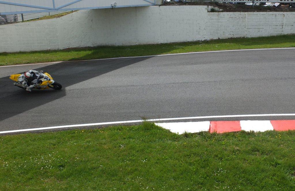 [Pit Laners en course!] Carnet de piste d'Alex (saison 2) - Page 2 Dscf1210