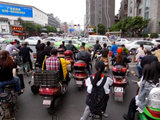 Avril 2015 en Chine (2) les points communs entre l'Afrique et la Chine, des millions de motos électriques 2_roue10