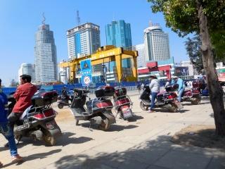Avril 2015 en Chine (2) les points communs entre l'Afrique et la Chine, des millions de motos électriques Moto_t10