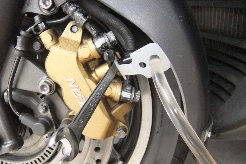 purge des freins de nos SW/SWT 400/600 Dscf6129