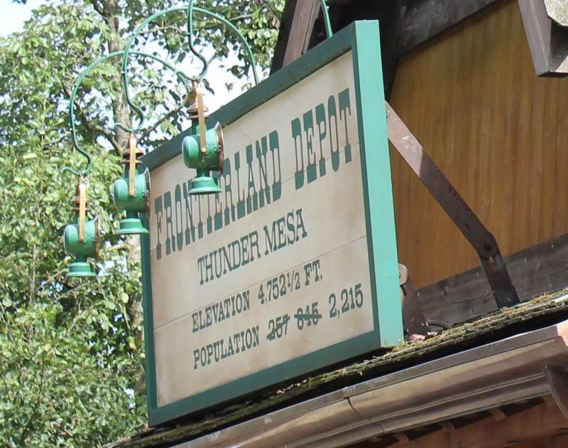 Curiosità e piccoli segreti al Disneyland park - Pagina 2 Img_5710