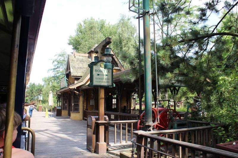 Curiosità e piccoli segreti al Disneyland park - Pagina 2 Img_5712