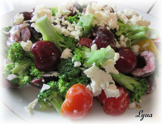 Salade de brocoli et cerises fraîches Salade11