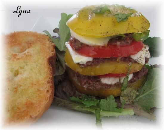 Étagé de tomates à la tapenade d'olives noires et aux 2 fromages Ytagy_10
