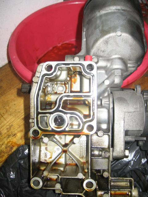 [ BMW E36 320i M52 an 1997 ] fuite d'huile sur corps de filtre (résolu) Fuite_14