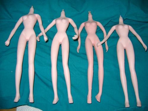 LOTTO 4 BAMBOLE DOLL MANICHINI senza testa per CUSTOM e DIORAMA Doll_c10