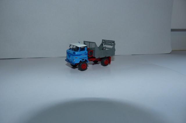 """LPG """"Roter Oktober"""" verschiedene Fahrzeuge im Design dieser LPG P1090713"""