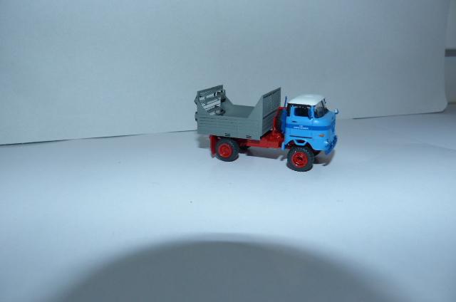 """LPG """"Roter Oktober"""" verschiedene Fahrzeuge im Design dieser LPG P1090715"""