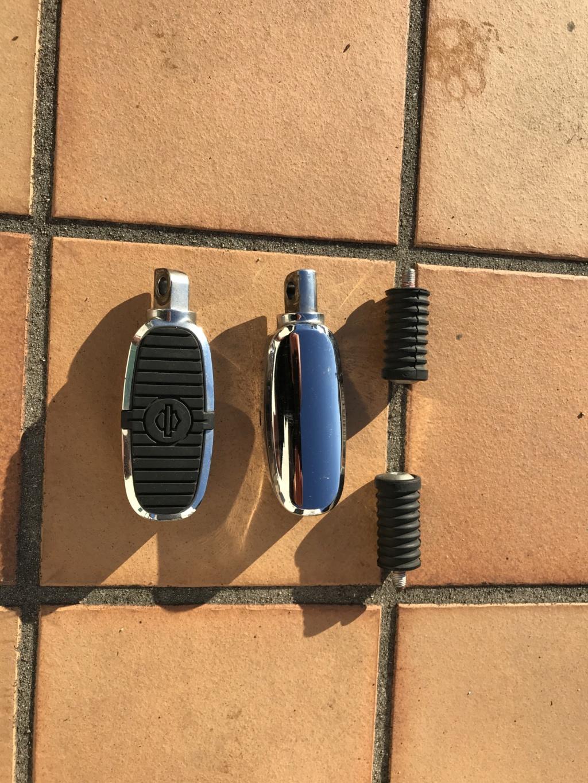 Cale-pieds HD chromés + caoutchoucs shifters Img_3016