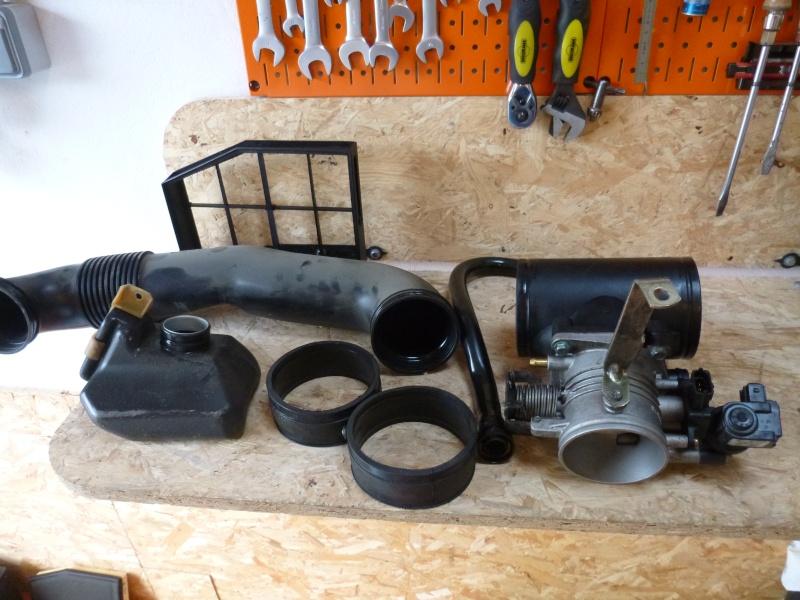 Boitier Papillon + Dessus moteur Boitie24