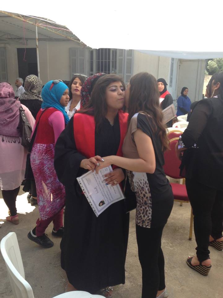 تخريج طالبات  إختصاص تجميل في معهد المواسات - صيدا 11406710