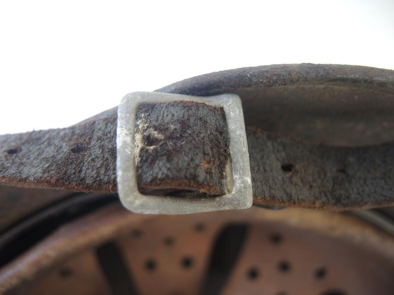 La jugulaire du casque allemand Dscn7917