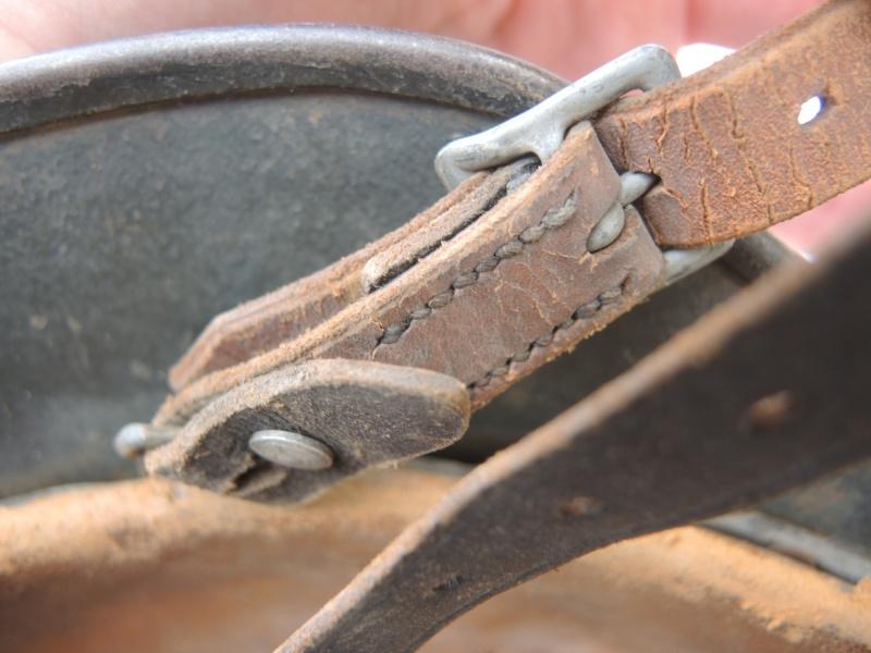 La jugulaire du casque allemand Dscn8061
