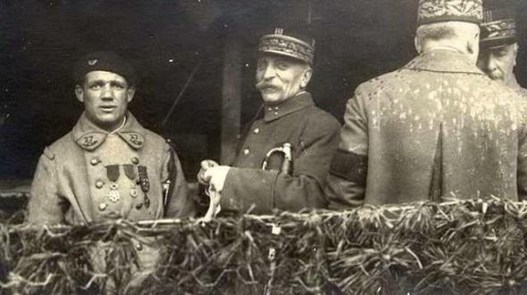 Le chasseur Albert Roche, premier soldat de France . Roche-10