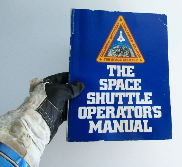 [Livre] The Space Shuttle Operator's Manual / 1982 - USA Aaa_jo17