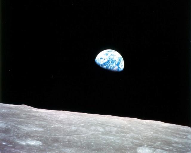 Deux cratères lunaires nommés en hommage à Apollo 8 Apollo25