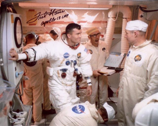 Un Jour - Un Objet Spatial - Page 13 Apollo52