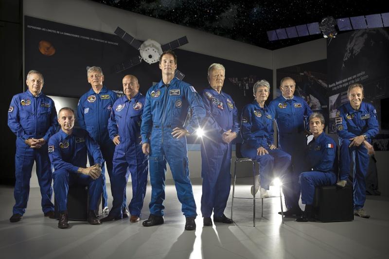 Photo unique des 9 astronautes français ayant volé avec Thomas Pesquet dans Paris-Match Astros10