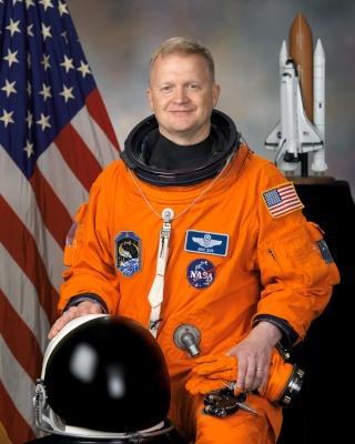 La NASA annonce les premiers noms des astronautes sélectionnés pour les vols - tests des capsules CST-100 et Dragon Boe_e_10