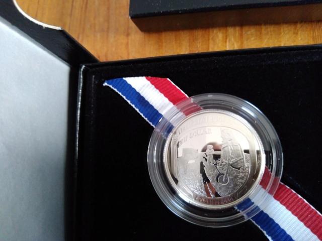 Pièce de 1$ argent commémorant les 50 ans d'Apollo 11/ mise en circulation en janvier 2019 Dyp-tz10