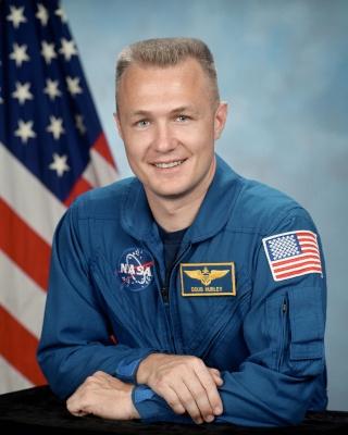 La NASA annonce les premiers noms des astronautes sélectionnés pour les vols - tests des capsules CST-100 et Dragon Hurley10