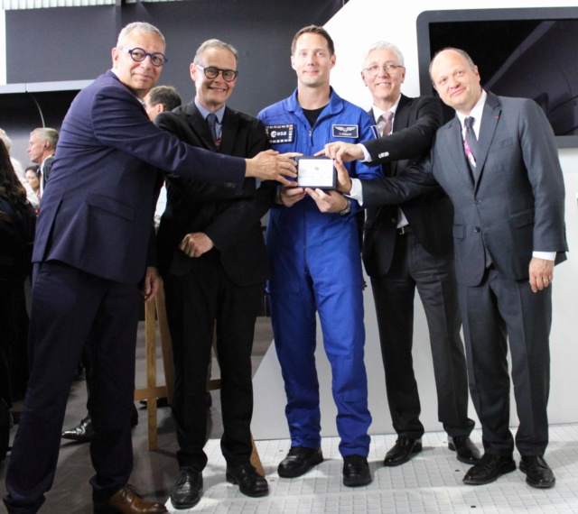 Remise d'une météorite martienne de la Cité de l'Espace à Thomas Pesquet pour son second vol spatial Img_8817