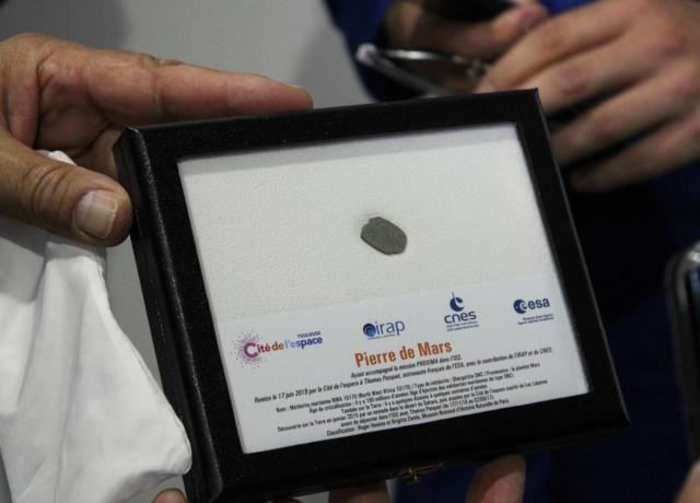 Remise d'une météorite martienne de la Cité de l'Espace à Thomas Pesquet pour son second vol spatial Img_8818
