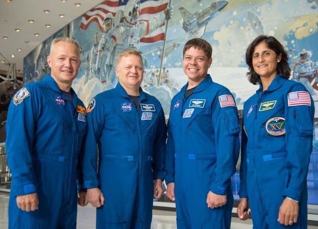 La NASA annonce les premiers noms des astronautes sélectionnés pour les vols - tests des capsules CST-100 et Dragon Jsc20110