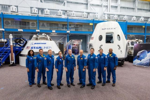 3 août 2018 : Nomination des équipages pour les premiers vols du Starliner et du Crew Dragon Nasa_210