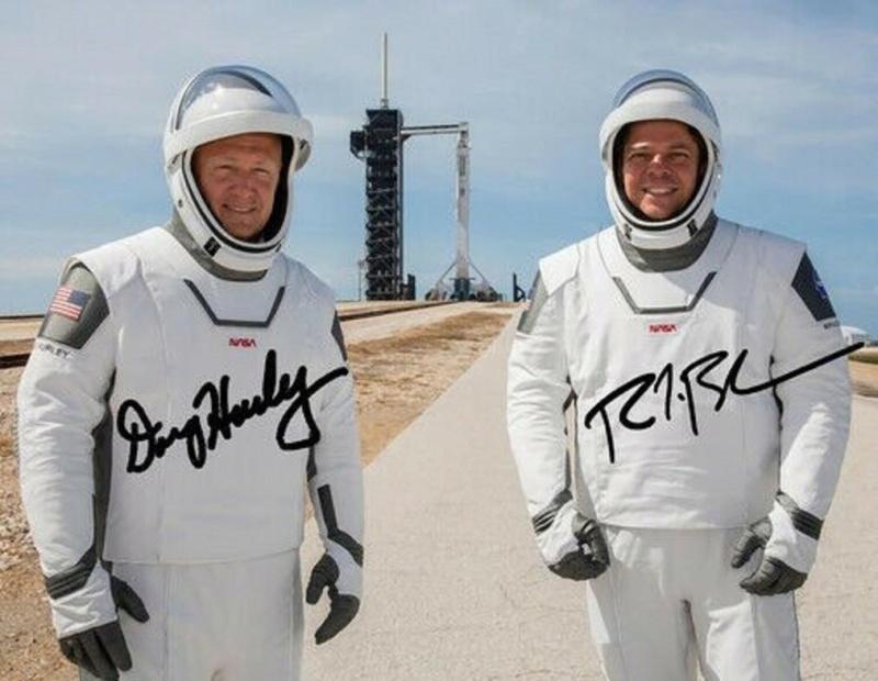 Equipage Crew Dragon DM-2 Spacex - Photos signées / Attention aux photos imprimées S-l16011
