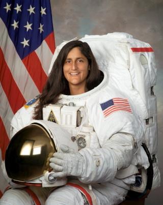La NASA annonce les premiers noms des astronautes sélectionnés pour les vols - tests des capsules CST-100 et Dragon Willia10