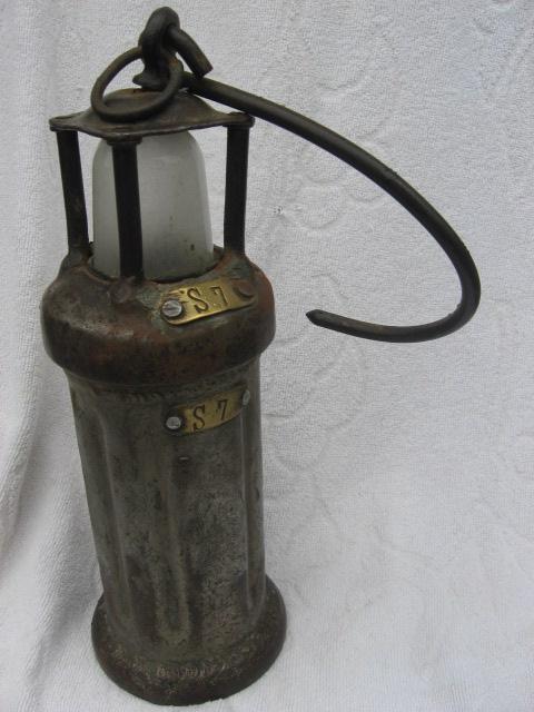 lampes de mineurs,  divers objets de mine, outils de mineur et documents  - Page 2 00418