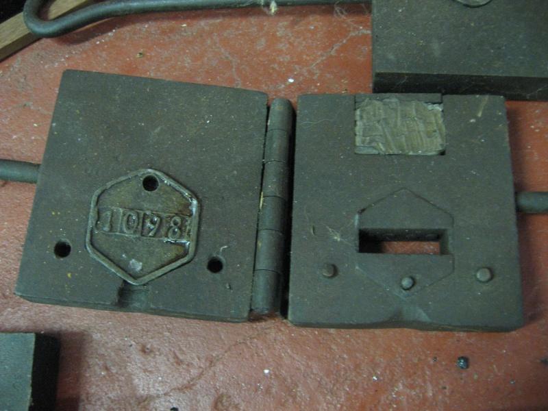 lampes de mineurs,  divers objets de mine, outils de mineur et documents  01710