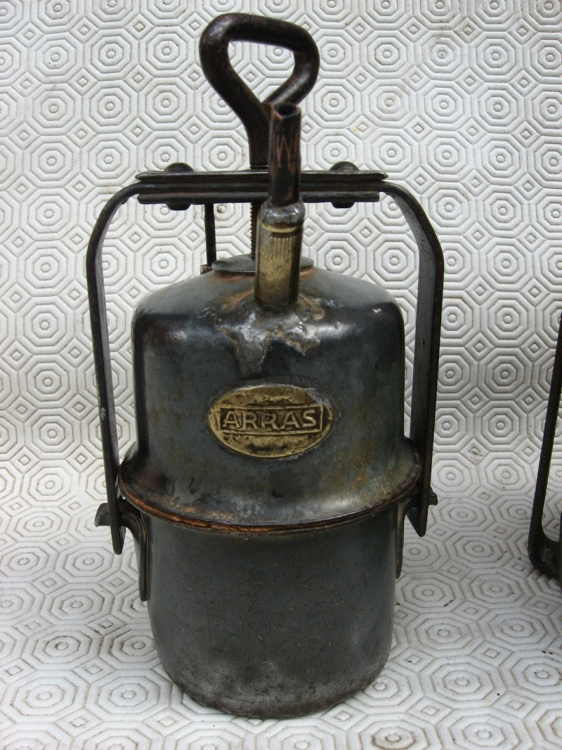 lampes de mineurs,  divers objets de mine, outils de mineur et documents  04011